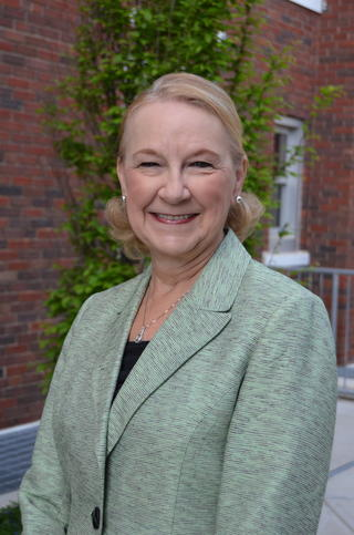 Headshot photo of Diane Hentges