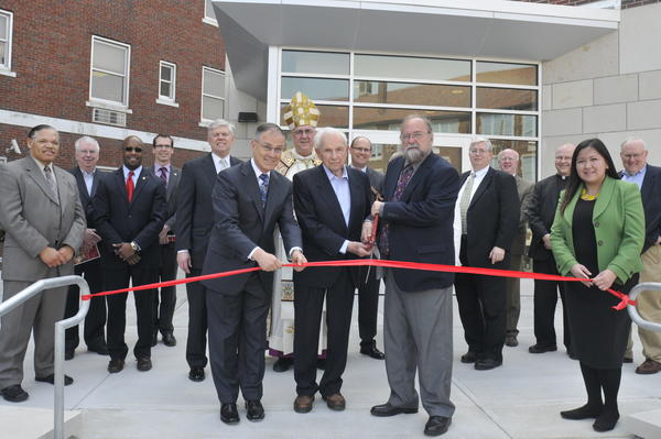 Henry W. Bloch cuts ribbon on Donnelly College Event Center