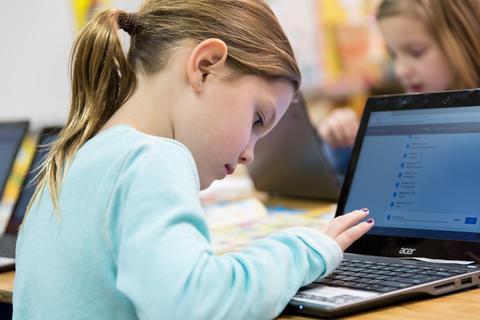 Oakwood first graders using Google Classroom February 16 2017-5