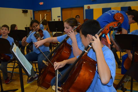 Prairie School Celebrates Blue 05