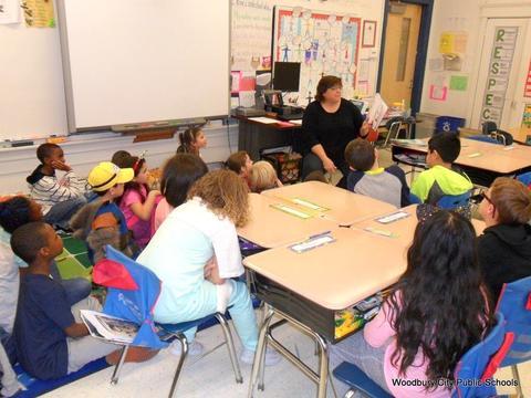 Read Across America Fun at Walnut Street School image for SAM 2591