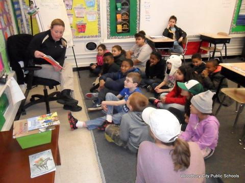 Read Across America Fun at Walnut Street School image for SAM 2596