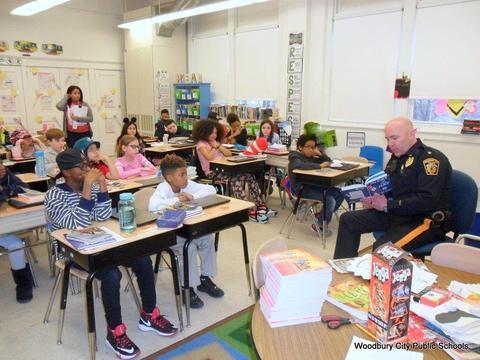 Read Across America Fun at Walnut Street School image for SAM 2597