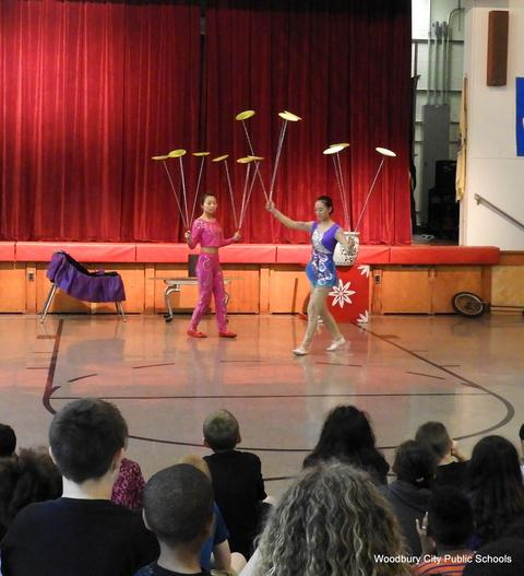 WA Chinese Acrobat Assembly 011