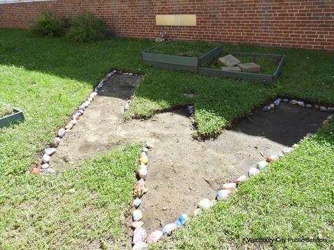 New School Rock Garden 172
