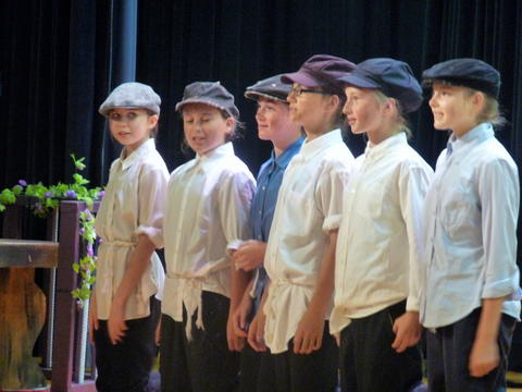 ME 6th Grade Students Performs Oliver-3