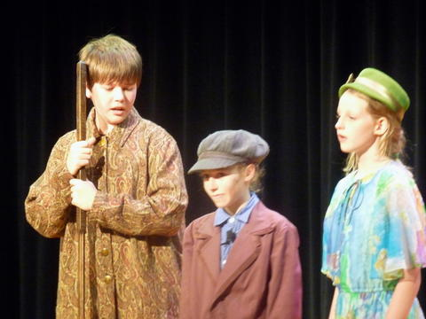 ME 6th Grade Students Performs Oliver-6
