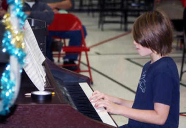 Lannoye Elementary students help ring in the holiday season
