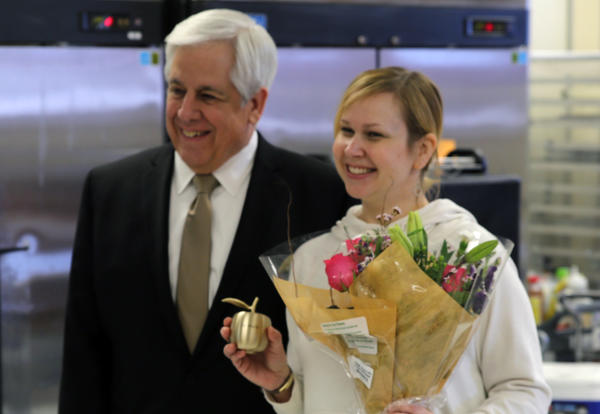 PHS teacher Liz Moehr receives 2018 Golden Apple