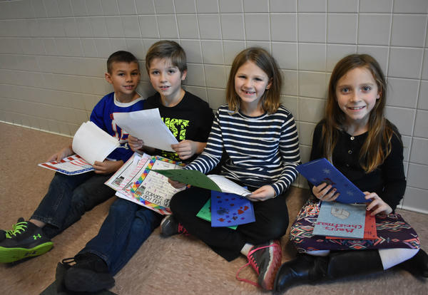 Students Create Cards for Soldiers