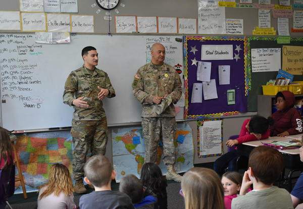Students Meet Soldiers that Received Cards