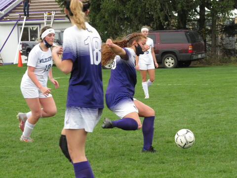 Leah Pritchard clearing the ball.