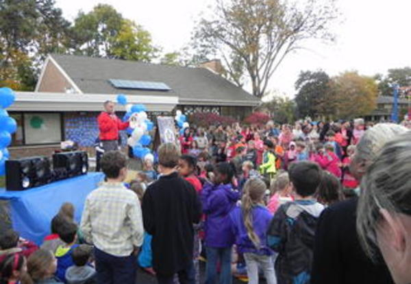 River Forest Community Comes Out to Celebrate Lincoln's 2015 Blue Ribbon Award