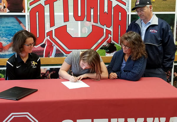 Shepherd Signs with Indian Hills