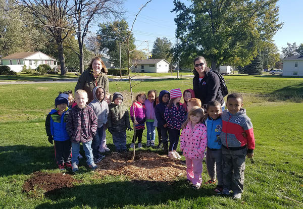 Pickwick Students Plant Trees