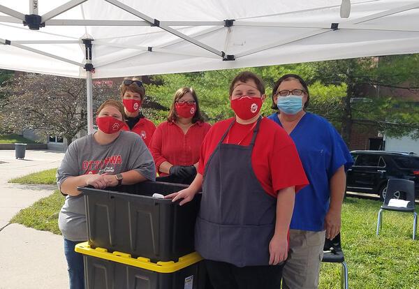meal distribution team members